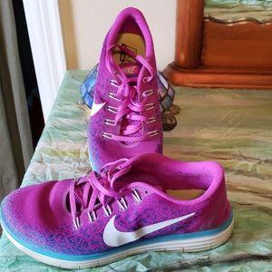 Nike tennis shoe